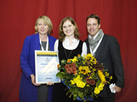 Daniela Schmidt receiving award from DGP