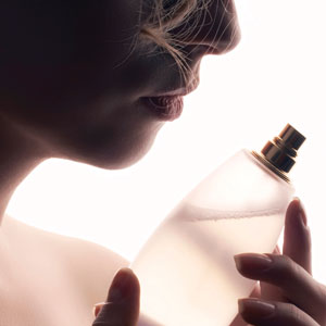 Woman-silhouette-perfume-bottle-300